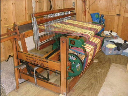 traditional carpet weaving loom